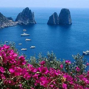 Viaggio a Capri , una delle pricipali mete turistiche d'Italia e del Mondo